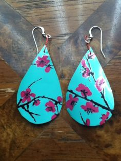 DIY Recycled Earring from an Arizona Tea Can. Totally trying these.