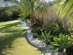 """E como tem, bonita! O jardim na casa da Margaret, blogueira das mais conhecidas e queridas por quem curte decoração do tipo """"faça você ..."""
