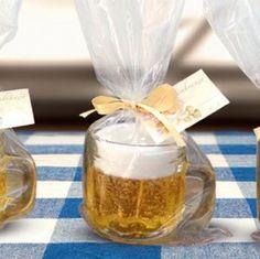 Lembrancinhas que imitam caneca de chope são febre nos chá-bar e casamentos e rendem um bom dindim