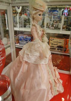 24spt12_2512 Schwarz FAO_Tonner Dolls_22 Model in Court Gown by lotos_leo, via Flickr