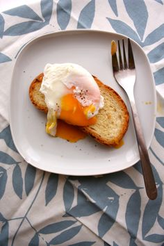the secret to perfect poached eggs every time!