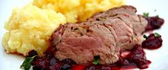 Beef short ribs are braised with porcini mushrooms and tomatoes. Marinated Mushrooms, Stuffed Mushrooms, Stuffed Peppers, Braised Short Ribs, Beef Short Ribs, Braised Beef, Chef John Recipes, Cooking Short Ribs, Recipes