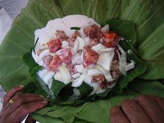 The Polynesian Kitchen: Lu Pulu ( Taro Leaves and Corned Beef) Reminds me of my time in Vava'u, Tonga . a blissful place. Puff Recipe, Tongan Food, Fijian Food, Samoan Food, Coco Puffs Recipe, Polynesian Food, Polynesian Culture, Healthy Foods, Maori