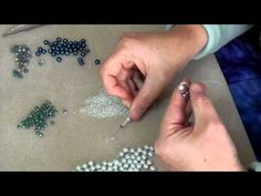 Seed bead jewelry african pondo stitch tutorial – Seed Bead Tutorials Discovred by : Linda Linebaugh Beaded Jewelry Designs, Seed Bead Jewelry, Beading Projects, Beading Tutorials, Chevron Bracelet, Beading Patterns Free, Beading Techniques, Jewelry Making Tutorials, Beads And Wire
