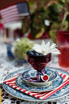 of July Party Ideas - Celebrating everyday life with Jennifer Carroll 4th Of July Celebration, 4th Of July Party, Fourth Of July, Memorial Day Celebrations, Barn Parties, Blue And White China, Blue Party, China Plates, Faux Bamboo