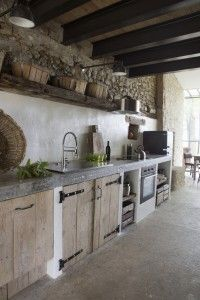Idee per arredare la cucina in stile rustico - Cucina in muratura Ideas to furnish the kitchen in rustic style - Kitchen in masonry kitchen design rustic Idee per arredare la cucina in stile rustico Rustic House, Kitchen Styling, Kitchen Design, Outdoor Kitchen, Outdoor Kitchen Decor, Rustic Apartment, Farmhouse Style Decorating, Rustic Cabinets, Rustic Kitchen