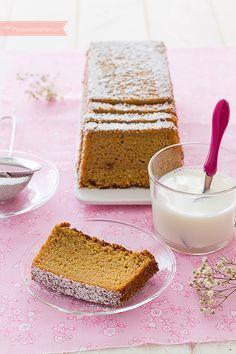 El pastel de calabaza es un bizcocho suave y esponjoso. No te pierdas esta receta paso a paso para hacer pastel de calabaza, gustará a peques y adultos.
