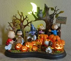 23 Charlie Brown Halloween Decorations — Home Decor Ideas Charlie Brown Halloween, Great Pumpkin Charlie Brown, Snoopy Halloween, Halloween Cartoons, Charlie Brown Peanuts, Vintage Halloween, Fall Halloween, Peanuts Gang, Halloween Ornaments