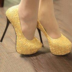 Hermosos zapatos !! Serían los q usaría bella .. Jaja