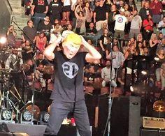 Un usuario de Instagram Colin Camacho ha publicado una foto del frontman de Pearl Jam Eddie Vedder en la Marcha de Mujeres en Seattle...