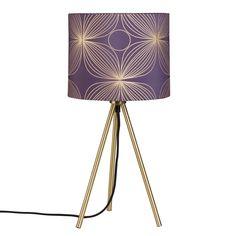 Dreifuß-Lampe aus goldfarbenem Metall mit Lampenschirm aus schwarzer Baumwolle Jetzt bestellen unter: https://moebel.ladendirekt.de/lampen/tischleuchten/beistelltischlampen/?uid=853cee50-cdb9-521e-909a-ad7d35f4bfcc&utm_source=pinterest&utm_medium=pin&utm_campaign=boards #lampen #tischleuchten #beistelltischlampen