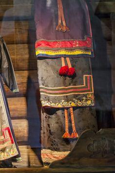 Bilderesultat for heddal bygdetun Fashion History, Norway, Folk, Costumes, Aprons, Sweden, Museum, Decorations, Nature