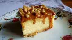 Sernik z toffi Cheesecake with toffiee and peanuts