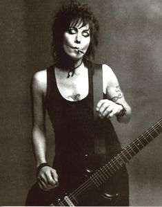 Born on this day, Joan Jett, The Runaways, US & UK single with the Blackhearts, 'I Love Rock 'n' Roll'). Joan Jett, Patti Smith, Courtney Love, Janis Joplin, Meninas Punk Rock, Mode Punk, Women Of Rock, Blues, Jazz