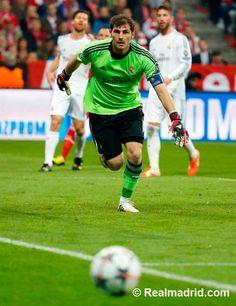 FT: Bayern Munich 0-4 Real Madrid (0-5 agg) (16', 20' Sergio Ramos, 34', 89' Cristiano Ronaldo). ¡Hala Madrid!  #BayernRealMadrid #RoadToLisbon #RMLive