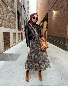 42 Ideas fashion hijab casual dresses muslim for 2019 - - 42 Ideas fashion hijab casual dresses muslim for 2019 Source by grownandcurvywo Modern Hijab Fashion, Street Hijab Fashion, Muslim Fashion, Modest Fashion, Unique Fashion, Fashion Outfits, Ladies Fashion, Dress Fashion, Fashion Fashion