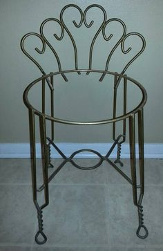 Cafe Style table and chairs: from http://www.wisteria.com/Jardin ...
