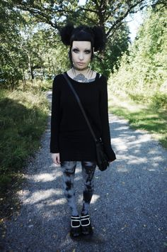 Murderotic... Love this,oversized sweater and tie dye leggings