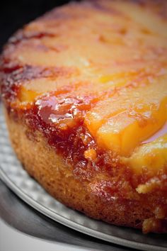 Pear Upside Down Cake Dessert Cake Recipes, Sweets Cake, Pear Recipes, My Recipes, Copycat Cracker Barrel Pancakes, Pear Tarte Tatin, Chefs, Caramel Pears, Occasion Cakes