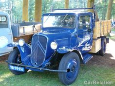 "Citroën U23 1958 - color blue - spotted on Coucours d'Elegance 2010, Paleis het Loo. Text on truck: ""Installatiebedrijf Hamer Apeldoorn"" #citroen #classiccar #carrelation"