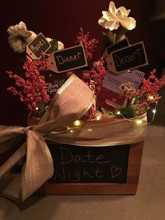 Date night gift basket julegaver, mors dag, kunsthåndværk, jul, drengekæres Valentine Gift Baskets, Date Night Gifts, Gift Baskets For Him, Valentine's Day Gift Baskets, Themed Gift Baskets, Christmas Gift Baskets, Raffle Baskets, Valentines Gifts For Him, Valentines Diy