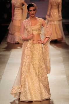 Oooh, love the shimmer on this one. <3 #wedding #lehenga #wear