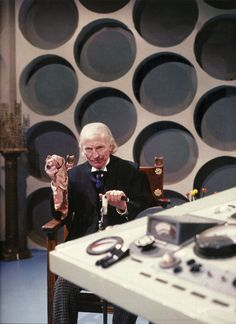 The First Doctor- William Hartnell Doctor Who Tv, First Doctor, Doctor Who Tardis, Good Doctor, Eleventh Doctor, Serie Doctor, Classic Doctor Who, William Hartnell, Sci Fi Tv