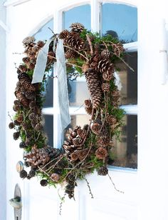 Billedresultat for pynt med gran Minimal Christmas, Natural Christmas, Christmas Makes, Scandinavian Christmas, Outdoor Christmas, All Things Christmas, Simple Christmas, Christmas Holidays, Christmas Wreaths