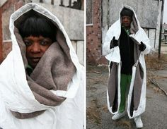 Sleeping Bag Coats: Makeshift Wearable Homeless Shelters but what do you do during a hot say? Homeless Housing, Homeless Shelters, Homeless Care Package, Materiel Camping, Blessing Bags, Shelter Design, Homeless People, Homeless Bags, Helping The Homeless