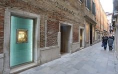 Tiffany & Co. launched its first store in Venice. #tiffanyandco #venice #thelocationgroup    #shopopening  #storeopening   #elocations