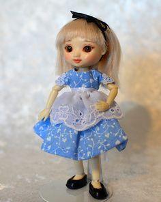 Amelia Thimble Doll Alice In Wonderland Halloween Costume