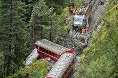 Trem descarrila após deslizamento de terra na Suíça