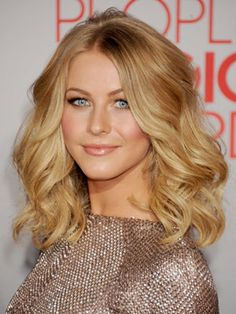 We think Julianne Hough's voluminous loose waves have a bit of retro 1970s vibe.