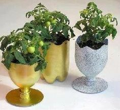 planters made from recycled plastic soda bottles. Reuse Plastic Bottles, Plastic Recycling, Plastic Bottle Crafts, Recycled Bottles, Recycling Ideas, Garden Ideas With Plastic Bottles, Waste Bottle Craft, Pet Recycling, Plastic Bottle Planter