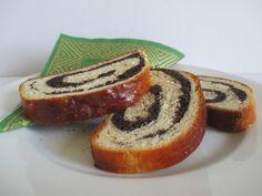 Nem azonos a mákos bejglivel, mert kelt tésztából készül. Sandwiches, Bread, Food, Brot, Essen, Baking, Meals, Breads, Paninis