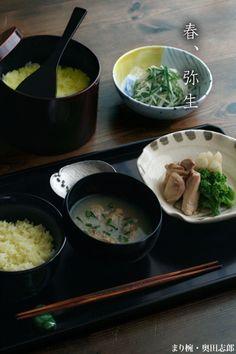 梔子ご飯、あさりの味噌汁、独活と菜の花、鳥肉の煮合せ。お漬物は「かくや」です。たくあん、じゃがいも、きゅうりの皮のみを細く切りさっと混ぜます。