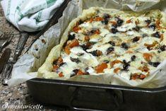 Torta salata Mediterranea | Ricetta Veloce Trattasi di una torta salata con pomodorini e mozzarella, olive di Gaeta, tanto origano e un filo di ricotta a