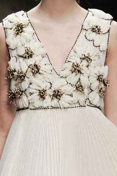 Embroidery bead couture texture 47 New ideas Couture Details, Fashion Details, Love Fashion, Runway Fashion, High Fashion, Fashion Show, Womens Fashion, Fashion Design, Fashion Art