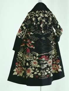 """Paul Poiret Coat """"Mandarin"""" 1923 Black wool twill with chain-stitch embroidery of chrysanthemum, bird, and wave motifs; wing collar; lining of black """"crêpe de Chine""""."""