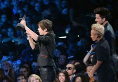 Adam Lambert - 2013 MTV Video Music Awards - Show