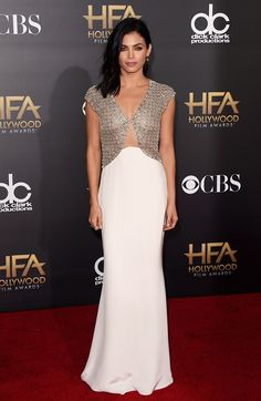 Jenna Dewan-Tatum stunned in this cut-out sparkly Reem Acra gown, Brian Atwood heels, and side-swept hair.