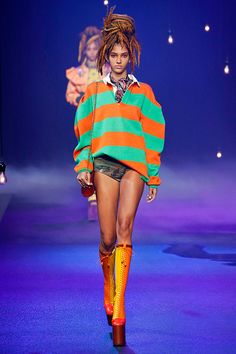 Os anos 90 vem ensaiando sua volta pra moda já há algumas temporadas, vide Vetements... Mais