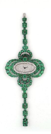 Carnet emerald and diamond watch.not vintage but belongs on this board Diamond Watches For Men, Luxury Watches For Men, Emerald Jewelry, High Jewelry, Antique Jewelry, Vintage Jewelry, Beautiful Watches, Diamond Cuts, Emerald Diamond