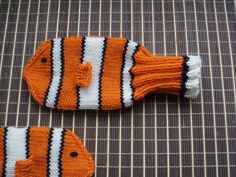 Nemo mittens, I so want to figure out how to knit some of these up!   Found at Ravelry.com, one of the best knitting communities on the web.  :)