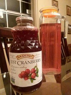 Suco concentrado de cranberry - Compre o suco de cranberry concentrado sem açúcar e coloque duas colheres em um litro de água.
