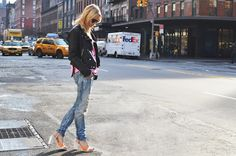 Clog heels, biker jacket, skinny jeans. Almost too simple. However, I find this perfect.
