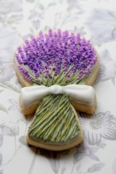 Lavender sugar cookies----wow, some one is very talented. I almost pinned this to beauty.