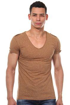 T-Shirt V-Ausschnitt slim fit    Das lässige T-Shirt von CATCH ist ein stylischer Hingucker. Aus reiner Baumwolle gefertigt, fühlt sich das Shirt superbequem an. Der praktische V-Ausschnitt betont zudem den angesagten Look. In Kombination mit lässiger Jeans oder Shorts wird es zu einem coolen Outfit.    - lässiges T-Shirt von CATCH  - meliert   - Brusttasche  - mit V-Ausschnitt  - schmale Passf...