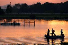 Shiga-ken, shiga-ken, Japanで撮影された写真 朝焼けと釣り人 : パシャデリック