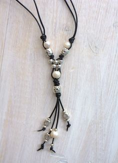 Leather pendant with pearls and silver beads Women long necklace Y necklace Pearl Pendant Leather necklace Tassel Necklace Like uno 50